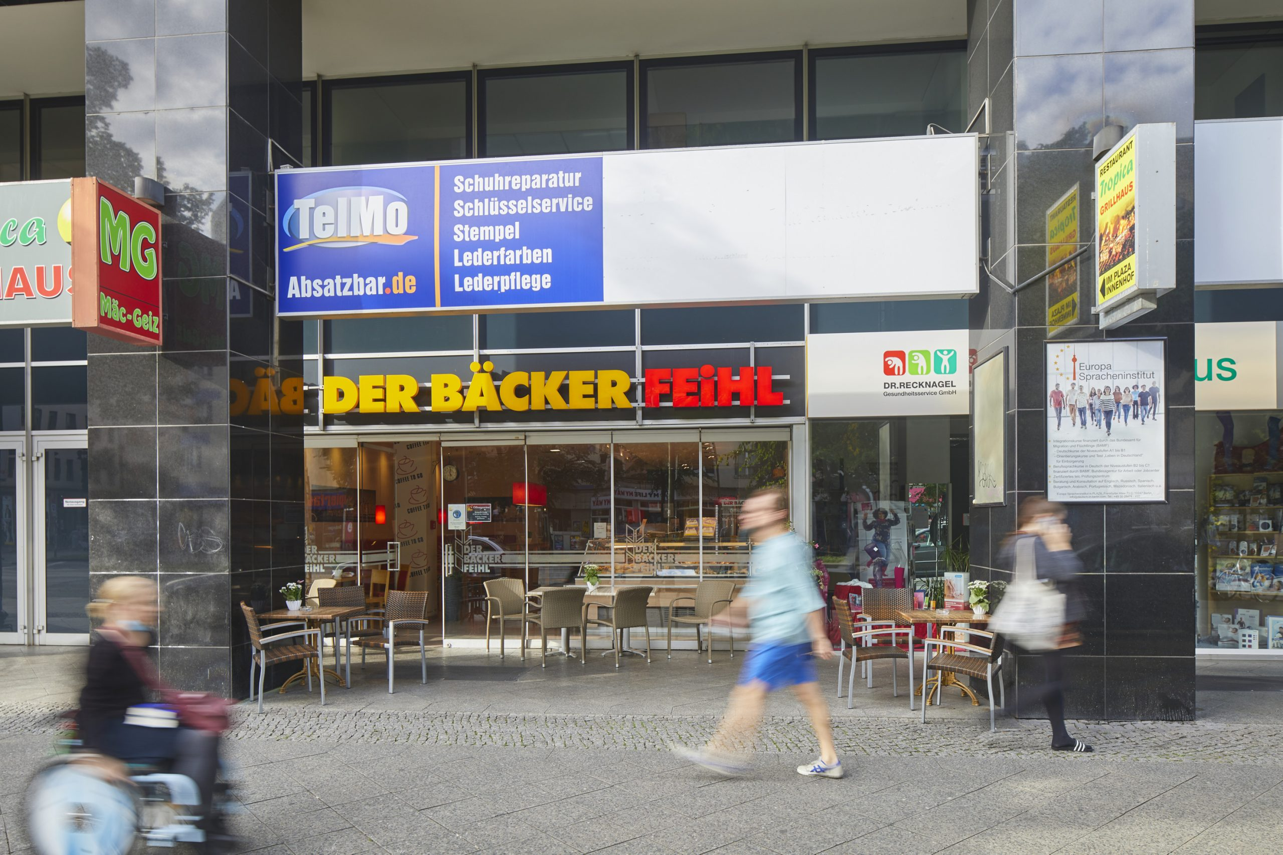 Eingang der Baekerei Feihl im Plaza Frankfurter Allee in Berlin
